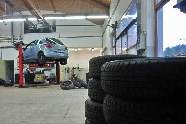 V pneuservisu (ilustrační foto)