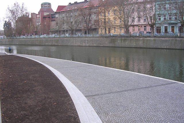 Opravená náplavka pravého břehu Labe v Hradci Králové