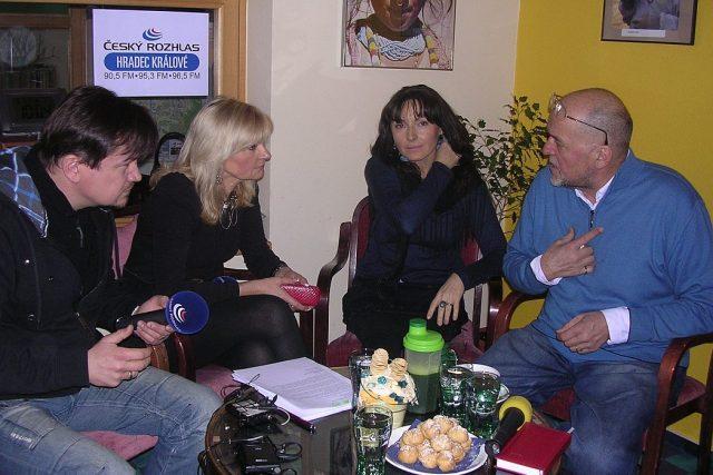 Zpěvák Jan Vančura s manželkou Evou v Radioklubu Českého rozhlasu Hradec Králové