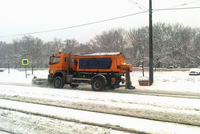 silničíři uklízejí sníh | foto: Eva Odstrčilová