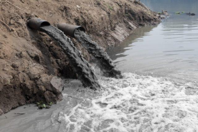 Znečištěná voda (ilustrační foto)