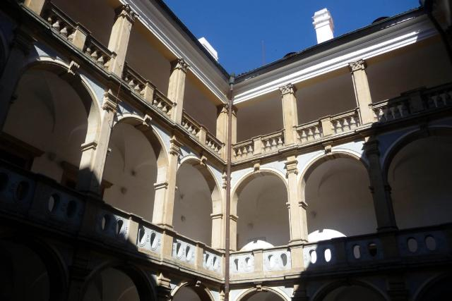 Budova jičínského zámku