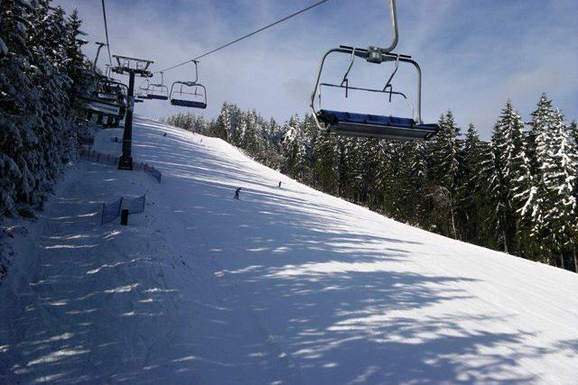 Lyžaři v Krkonoších, skiareál Herlíkovice