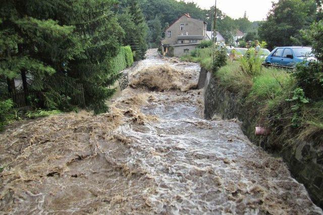 Rozvodněný potok (ilustrační foto)