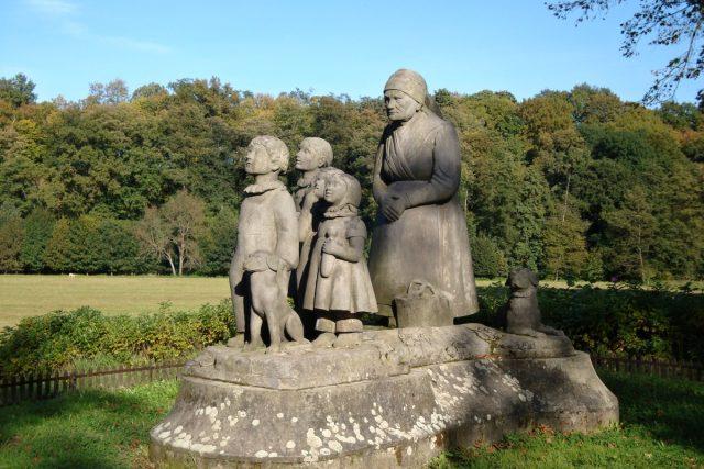 Sousoší Babička s vnoučaty, Ratibořice