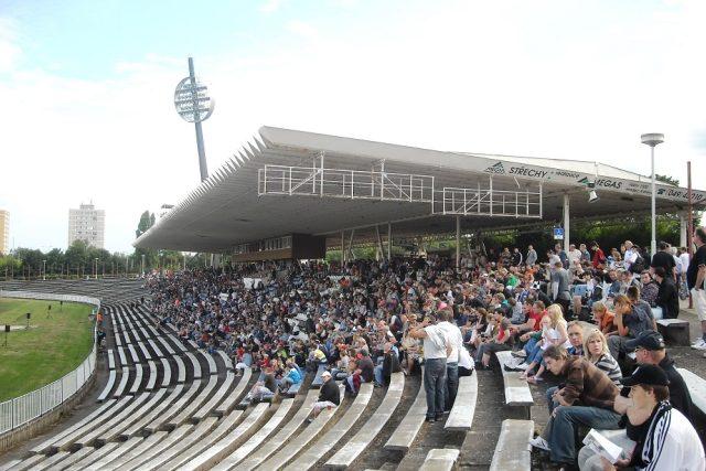 Stadion v Hradci Králové je upravován pouze postupně (archivní foto)
