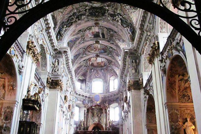 Svatému Václavovi je zasvěcené benediktinské opatství v Broumově