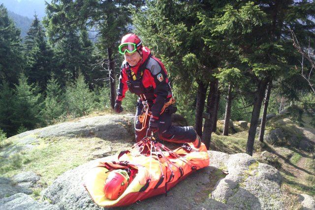 Společné cvičení armádních záchranářů a Horské služby v Krušných horách