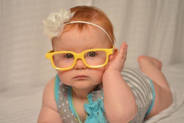 dítě, brýle, dítě s brýlemi, mimino, miminko, batole