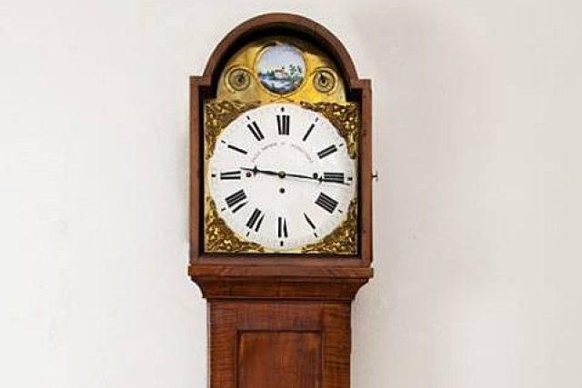 Podlahové hodiny pocházejí z dílny jilemnického hodináře Františka Josefa Pochopa | foto:  Krkonošské muzeum Jilemnice