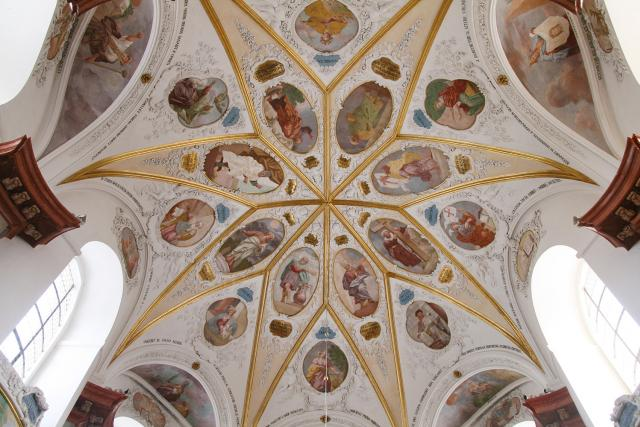 Skvostný strop zámecké kaple Zjevení Páně