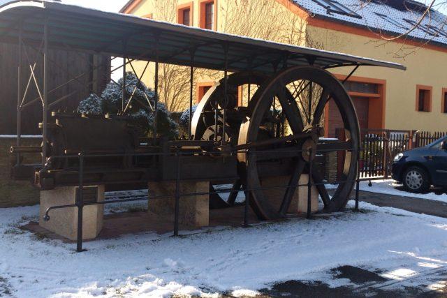 Parní stroj před domem Jana Tomka - z cukrovaru Syrovátka | foto: Jitka Slezáková,  Český rozhlas
