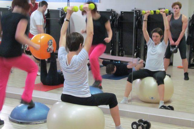 Cvičení na podporu boje s roztroušenou sklerózou v Jihlavě   foto: Andrea Kratochvílová