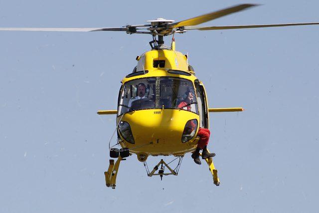 Pilot vrtulníku Daniel Tuček v akci
