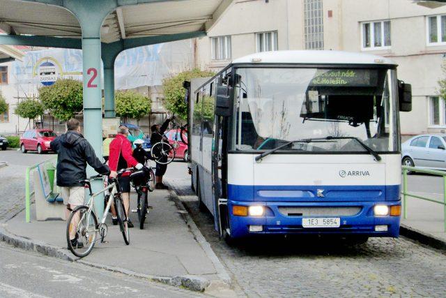 Do Orlických hor jezdí lidé i s koly v cyklobusech