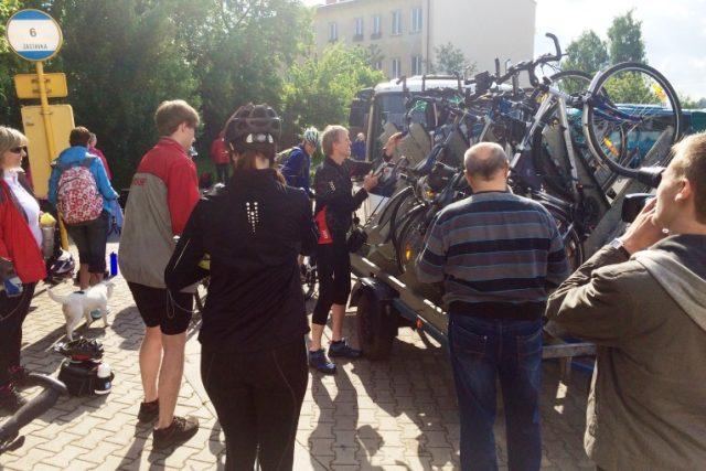 V Krkonoších po roce opět vyjely cyklobusy, první den je využily desítyky lidí