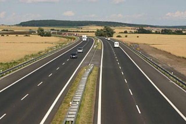 Výstavba dálnice D11 u Hradce Králové se táhne už spoustu let (ilustrační foto)