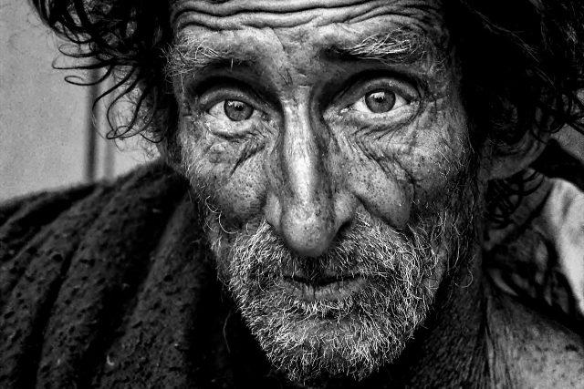 Bezdomovec, žebrák, chudoba