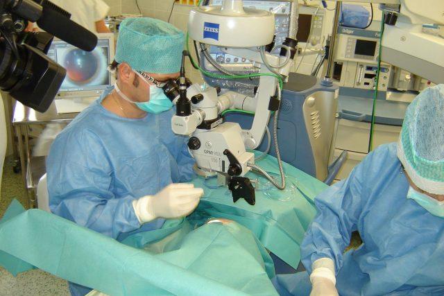 Operace oka, ilustrační foto