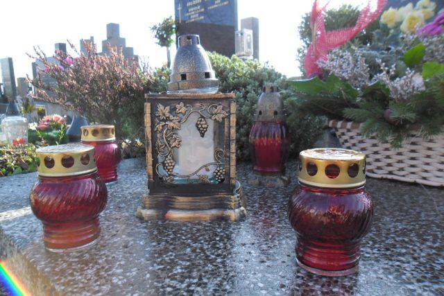 Dušičková výzdoba, hřbitov (ilustrační foto)