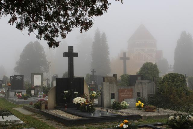 Hradecké hřbitovy budou na Dušičky otevřeny do večerních hodin  (ilustrační foto) | foto: Aleš  Spurný