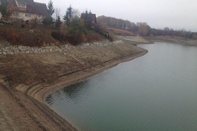 V přehradní nádrži Rozkoš na Náchodsku je nejméně vody za několik posledních let