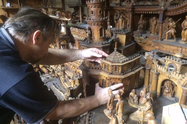 O Vánocích můžete vidět, jak pokračují opravy betlému v Třebechovicích pod Orebem
