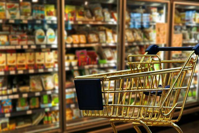 Potraviny v supermarketu