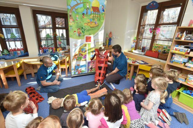Záchranáři z Prevence dětem ve školce