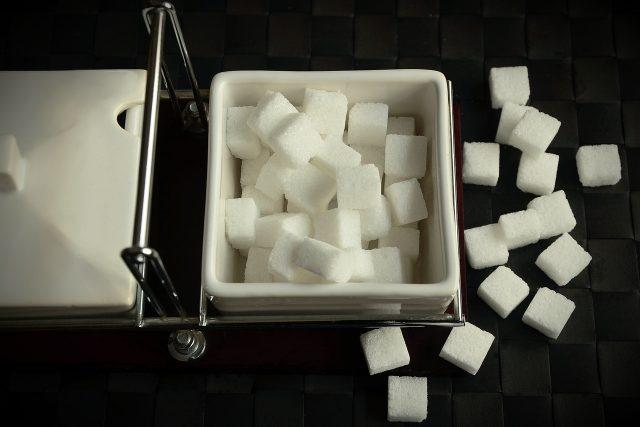 Cukr nám chutná, ale všeho s mírou