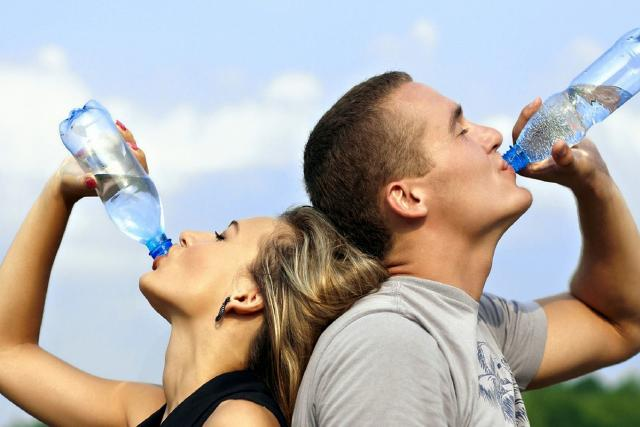pití vody, voda, pitný režim