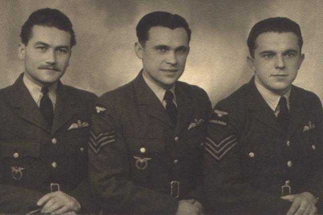 Alois Šiška (uprostřed)