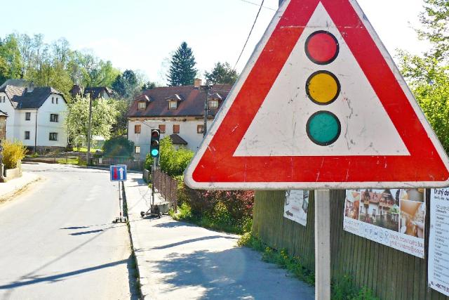 Průjezd obcí řídí semafory | foto: Tomáš Mařas,  Český rozhlas