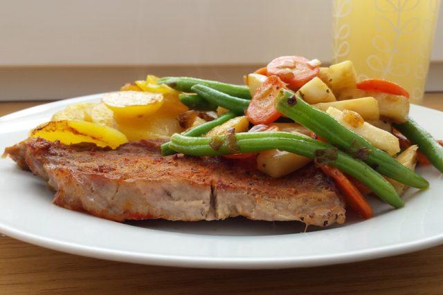 Vepřové, kotleta, maso, zelenina, vaření, jídlo