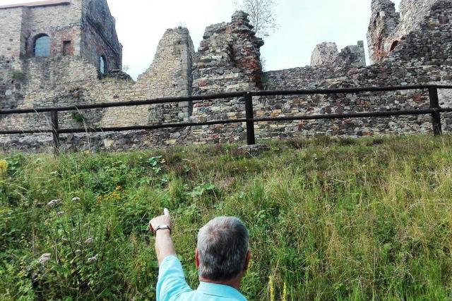 O hrad Potštejn se stará i skupina důchodců