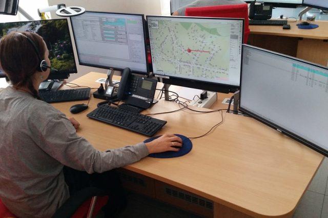 Operační a informační středisko Hasičského záchranného sboru Jihočeského kraje, kde operátoři přijímají telefonáty nejen na tísňovou linku 112, ale i na známou linku 150