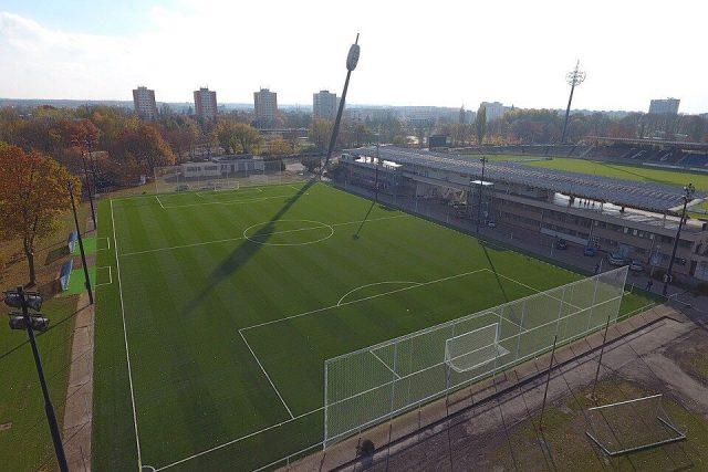 Tréninkové hřiště FC Hradec Králové se zcela novým povrchem