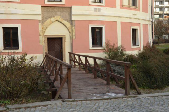 Původní vstup s mostem přes vodní příkop   foto: Jolana Nováková,  Český rozhlas