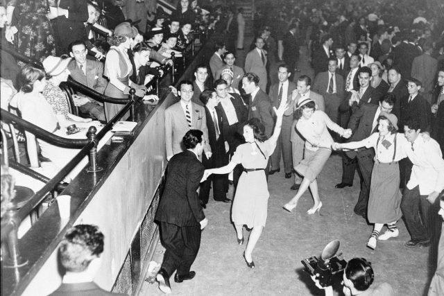 Tanec v americkém swingovém klubu (1938)