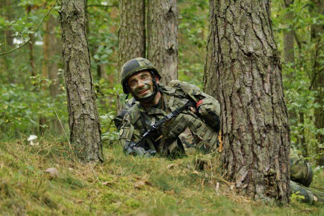 Vojenský kaplan Milan Novotný při cvičení SKY SOLDIER II | foto: Jakub Školník