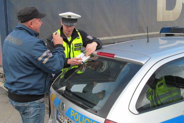 Pokud se řidič dopustí přestupku, policisté ho musí zastavit a záležitost s ním vyřešit