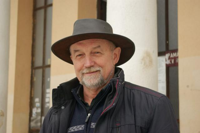 Hranice mezi profesemi Ladislava Stuchlíka vede bělohradským parkem