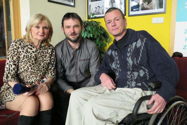 Honza Dušek, Petr Hirsch a Lada Klokočníková v radiokavárně Českého rozhlasu Hradec Králové