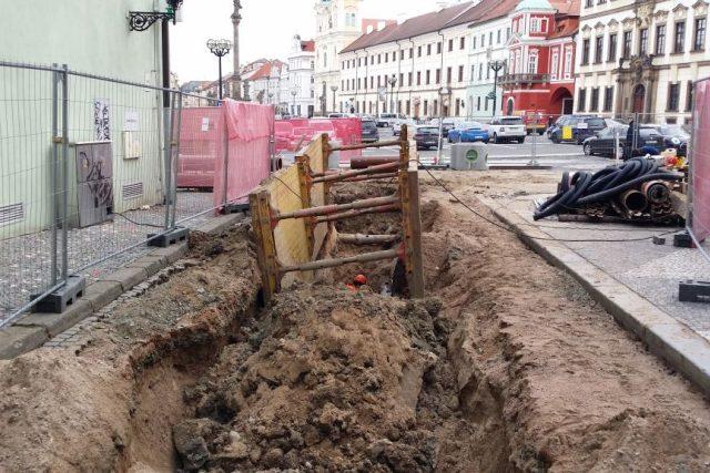 Archeologové hlásí na Velkém náměstí v Hradci Králové vzácný nález