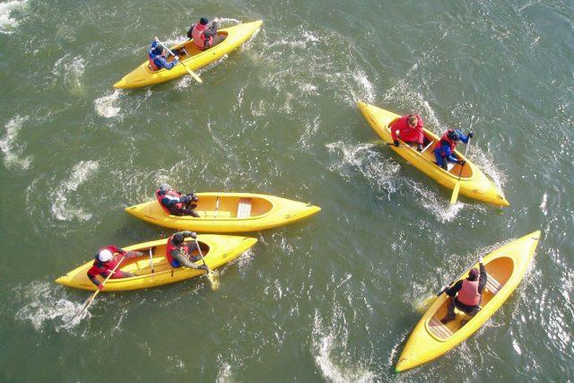 O víkendu budou vodáci odemykat řeky