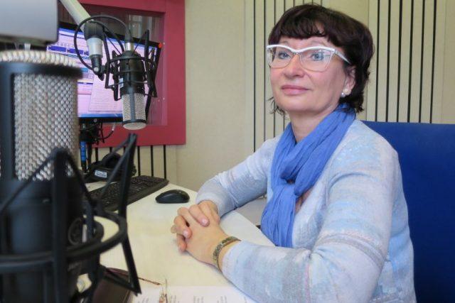 Renata Zemková,  ředitelka Domu bez bariér v Hořicích,  ve studiu Českého rozhlasu Hradec Králové   foto: Milan Baják,  Český rozhlas