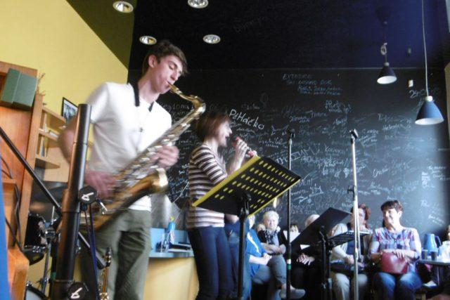 Kapela 5pm jazz band v radioklubu Českého rozhlasu Hradec Králové