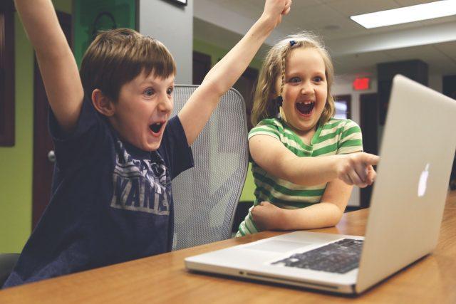 Dnešní děti se těžko odtrhnou od monitoru počítače nebo displeje tabletu