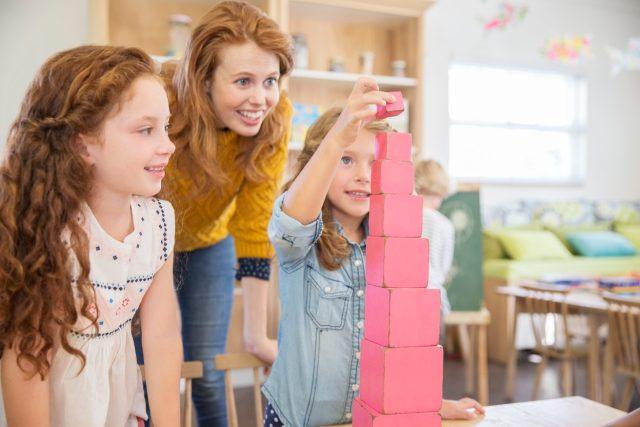 Učitel by měl být ve škole dětem víc průvodce než dozorce