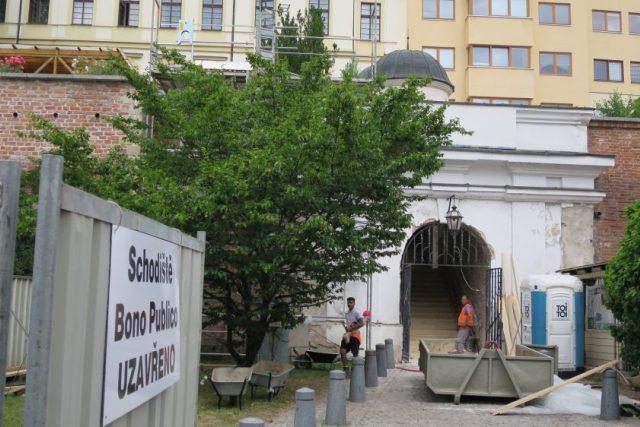 V Hradci Králové začala oprava 200 let starého schodiště Bono publico
